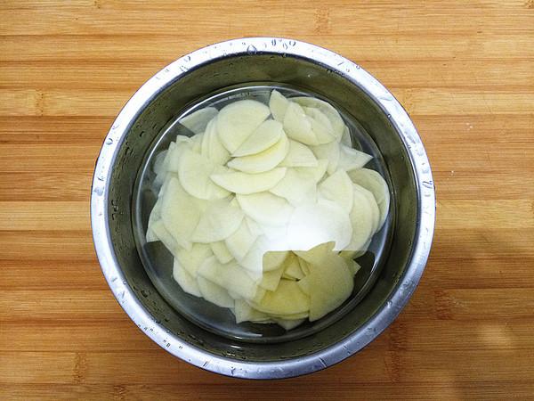 五花肉炒土豆片的家常做法