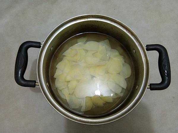 五花肉炒土豆片的简单做法