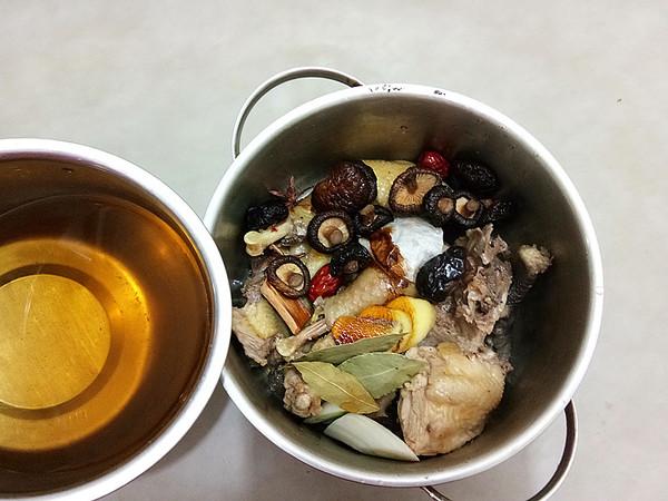 香菇炖土鸡怎么炒