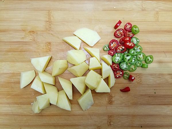 土豆鸡块焖面的做法图解