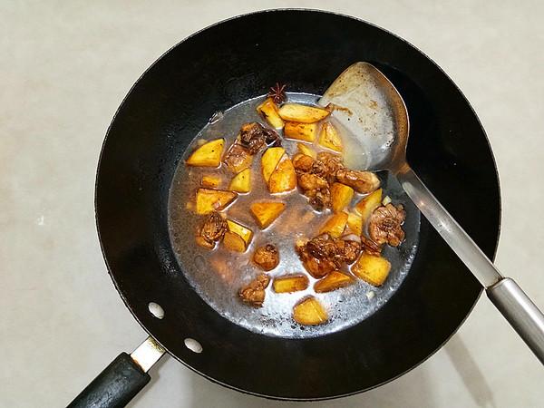 土豆鸡块焖面怎么煮