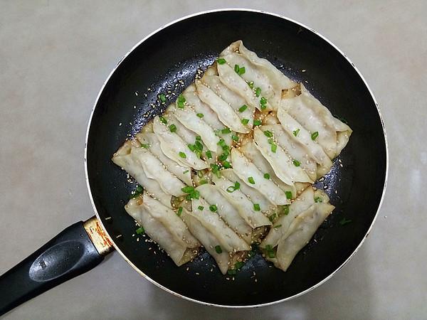 胡萝卜木耳鲜肉锅贴怎样炒