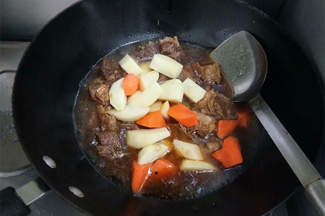 土豆烩牛肉怎样做