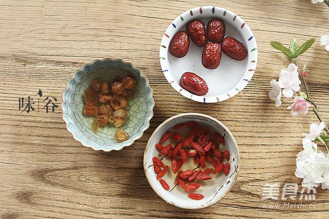 红枣桂圆枸杞红糖水的做法图解
