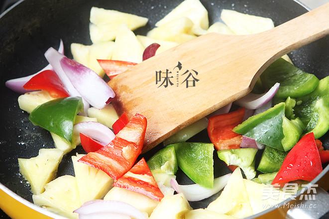 菠萝酸甜排骨的步骤