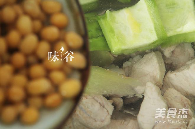凉瓜黄豆排骨汤的简单做法