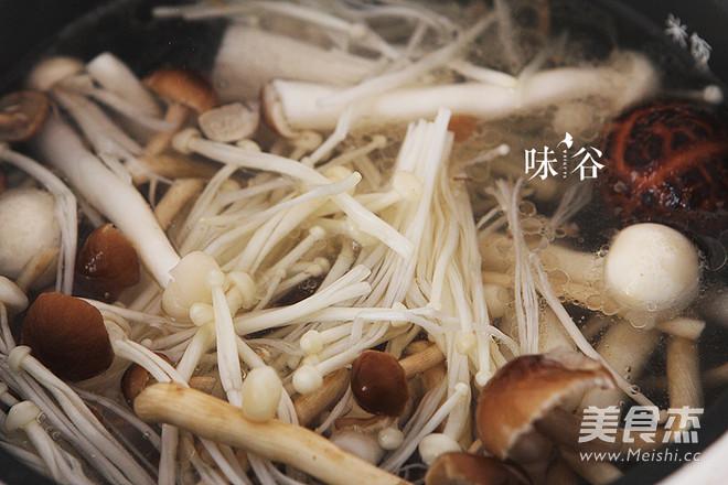棒骨菌菇汤怎么吃