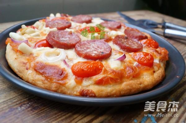 意大利萨拉咪披萨成品图