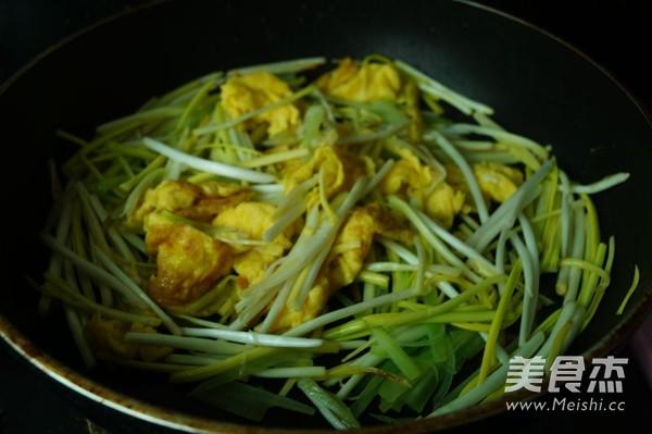 韭黄莴笋炒鸡蛋的简单做法