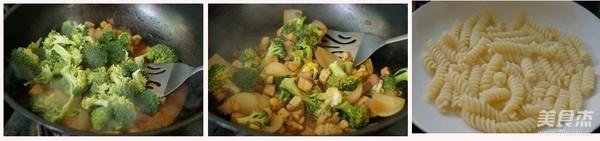 鸡丁时蔬意面的简单做法