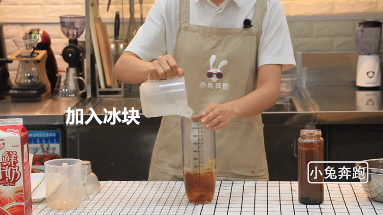 奈雪的茶厚厚生巧黑珍珠的做法——小兔奔跑奶茶教程怎么煮