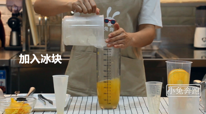 小兔奔跑奶茶教程:喜茶满杯橙子的做法怎么炒