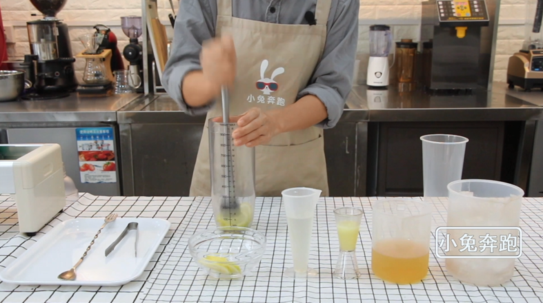 小兔奔跑网红奶茶芒果脏脏茶的做法的做法大全