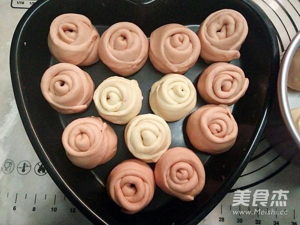粉色玫瑰花面包怎样煸