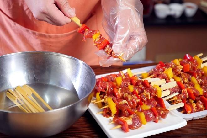 秘制黑椒牛肉串怎么吃