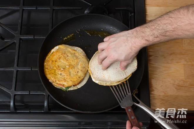 太阳蛋南瓜牛油果奶酪玉米饼怎么吃