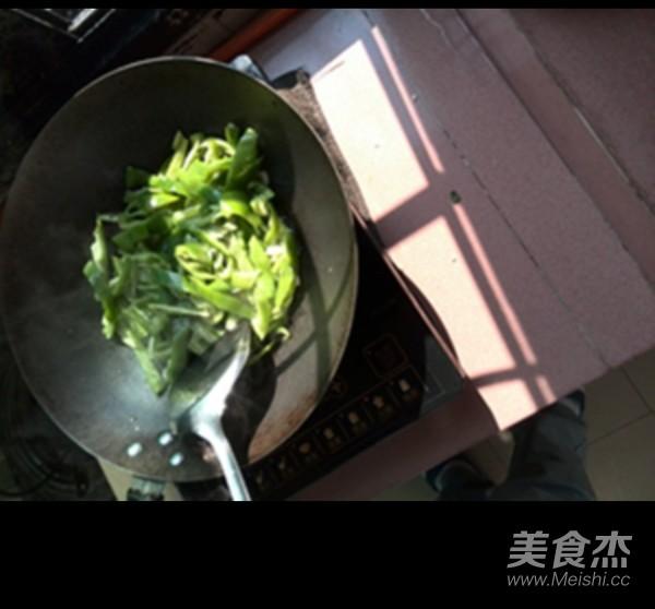 青椒炒鱿鱼的家常做法