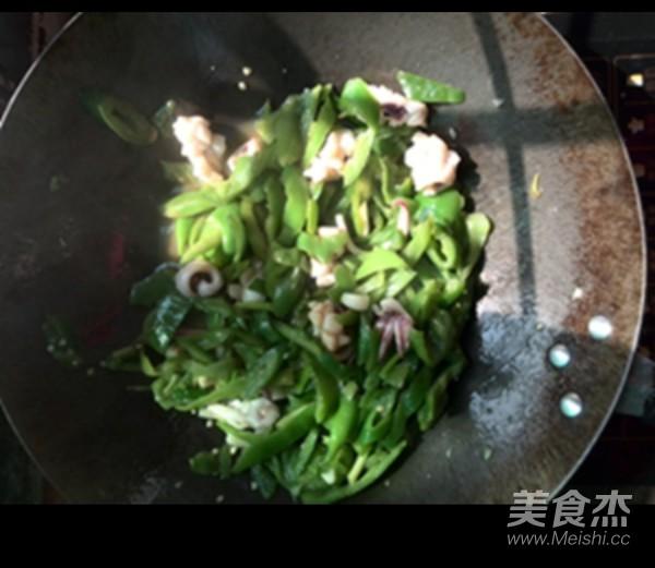 青椒炒鱿鱼怎么吃