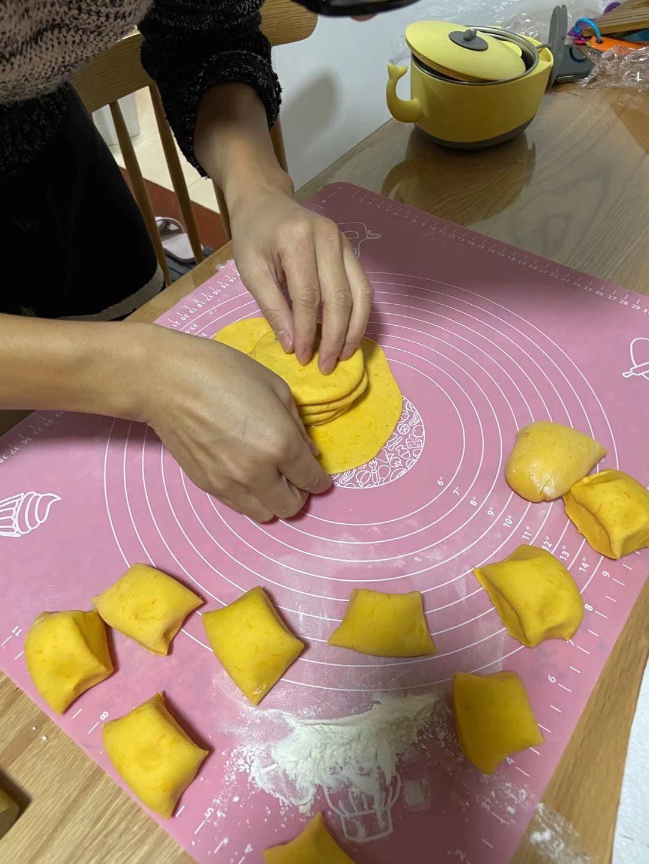 冬日的南瓜红豆千层饼怎么吃