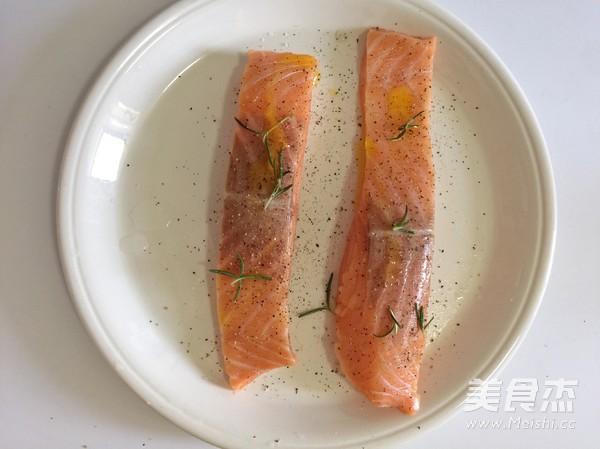 迷迭香煎三文鱼的做法图解