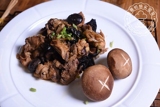 木耳香菇蒸鸡成品图