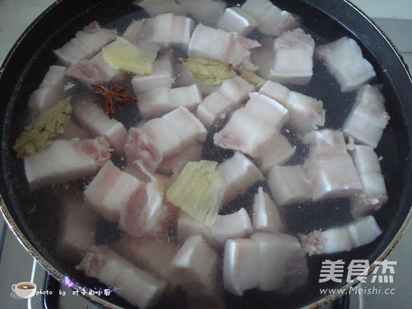 胡萝卜红烧肉的简单做法