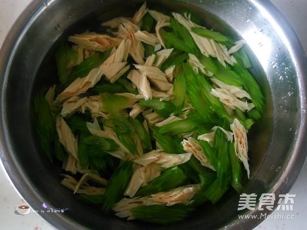 芹菜拌腐竹怎么炒