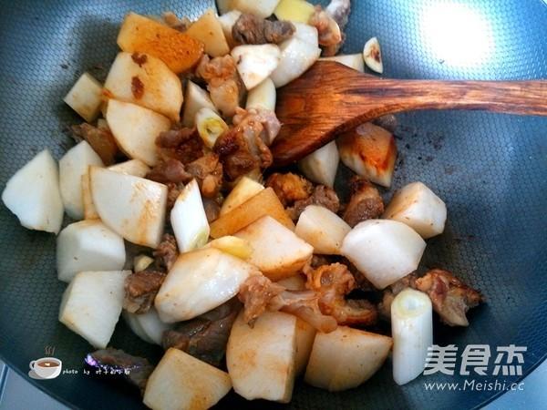萝卜炖牛筋怎么炒