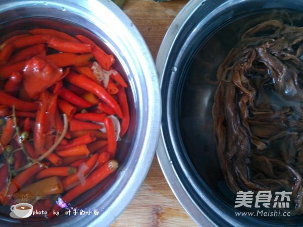 盐酸菜煮黄蜡丁的做法图解