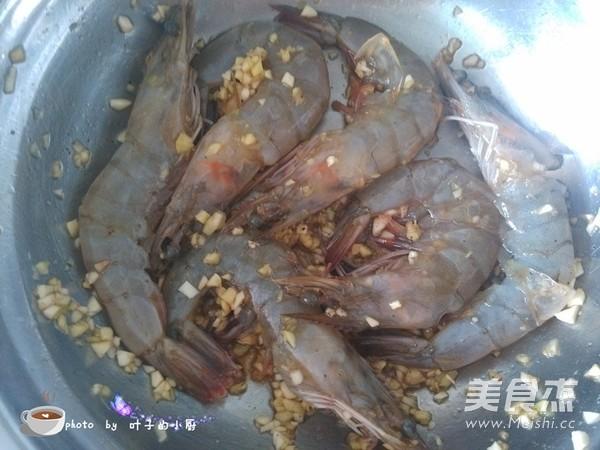 蒜香烤虾怎么吃