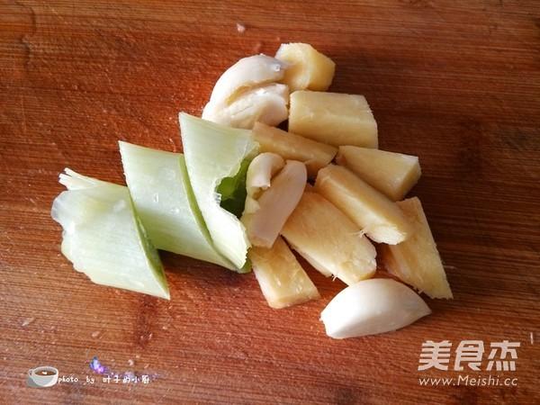 白萝卜炖土鸡的家常做法