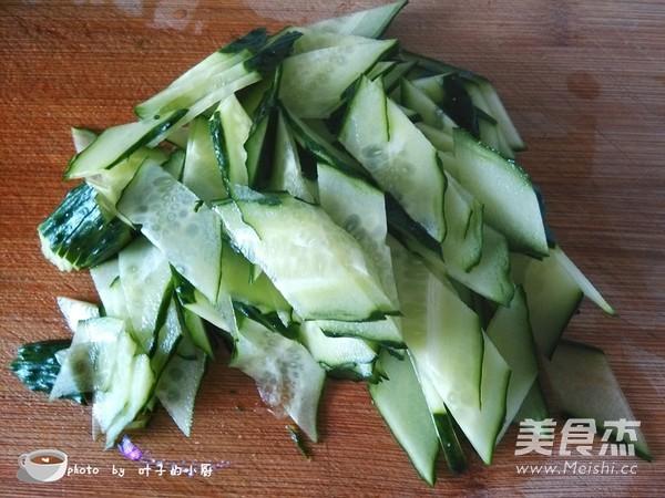 腐竹黄瓜炒五花肉的家常做法