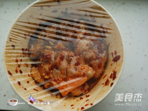 香辣烤鸡翅怎么吃