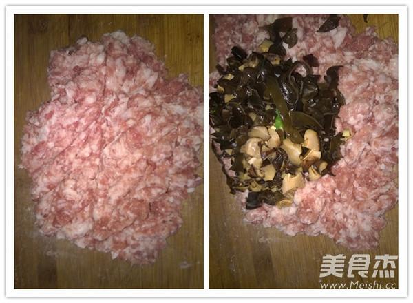 猪肉香菇木耳饺子的做法图解