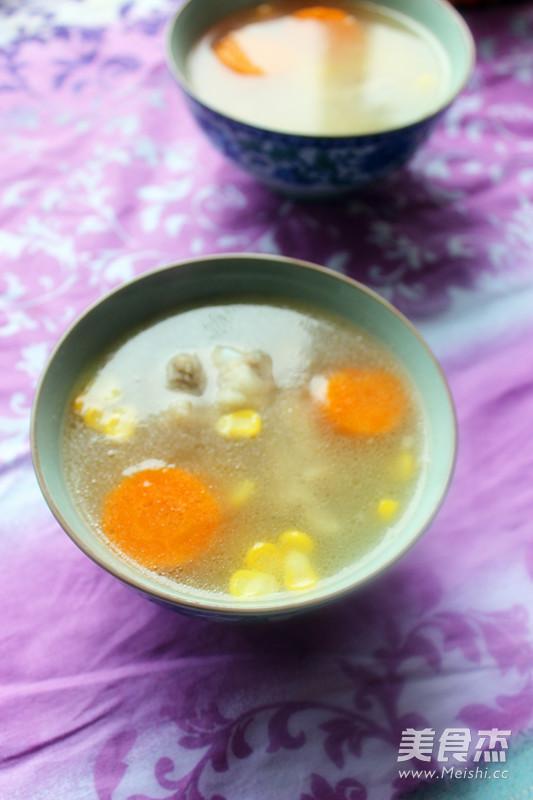 胡萝卜玉米排骨汤成品图