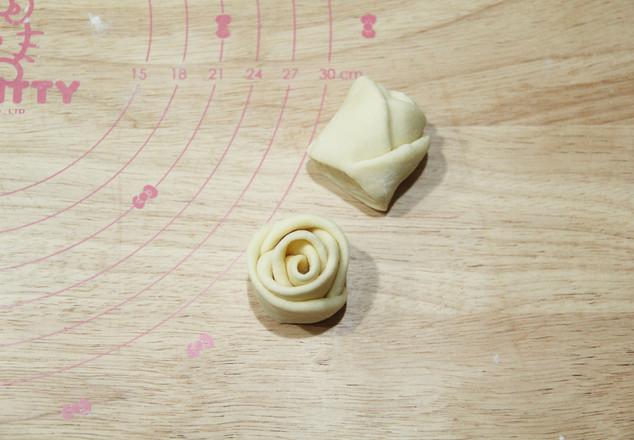 高颜值又好吃   玫瑰花挤挤面包怎样煸
