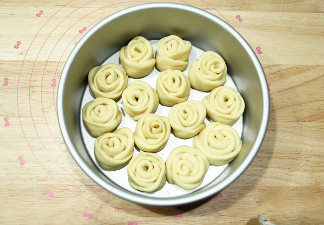 高颜值又好吃   玫瑰花挤挤面包怎样炒