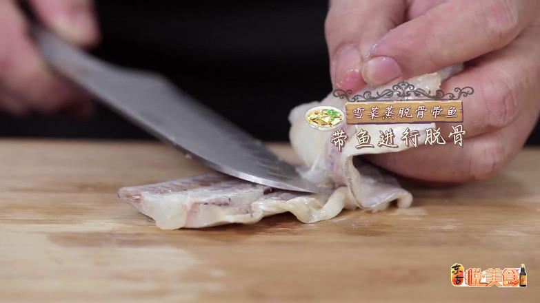 雪菜蒸脱骨带鱼的步骤