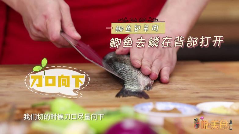 鲫鱼包羊肉怎么做
