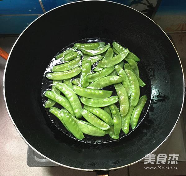 荷兰豆炒脆皮肠的简单做法