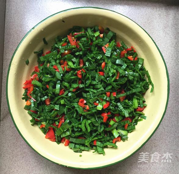 青蒜叶红椒煎蛋怎么做