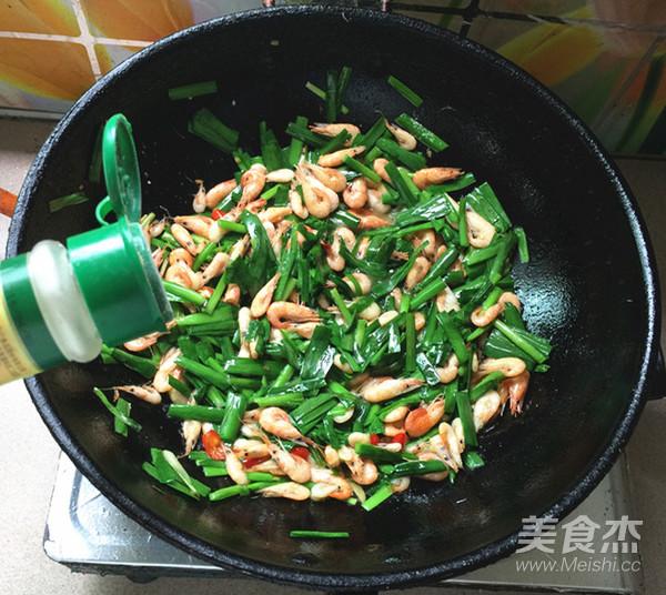 韭菜炒河虾怎样煸