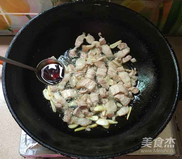五花肉炒辣白菜盖饭怎么炒