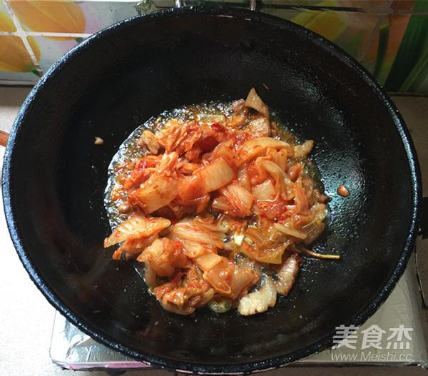 五花肉炒辣白菜盖饭怎么炖