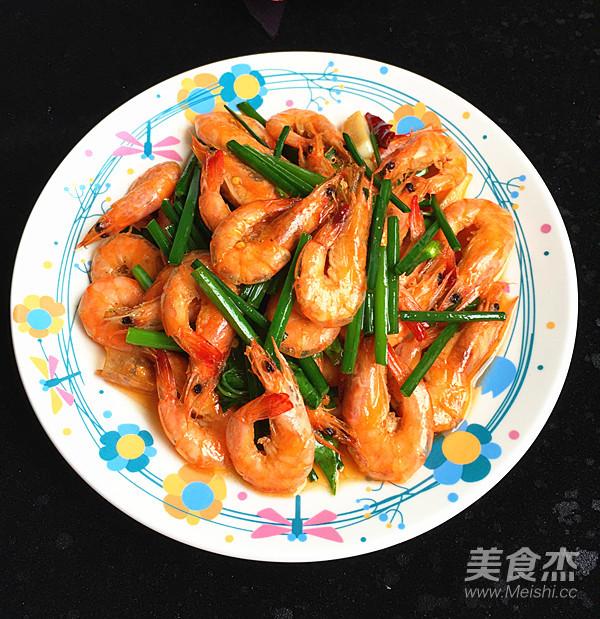 韭菜苔烧海虾成品图