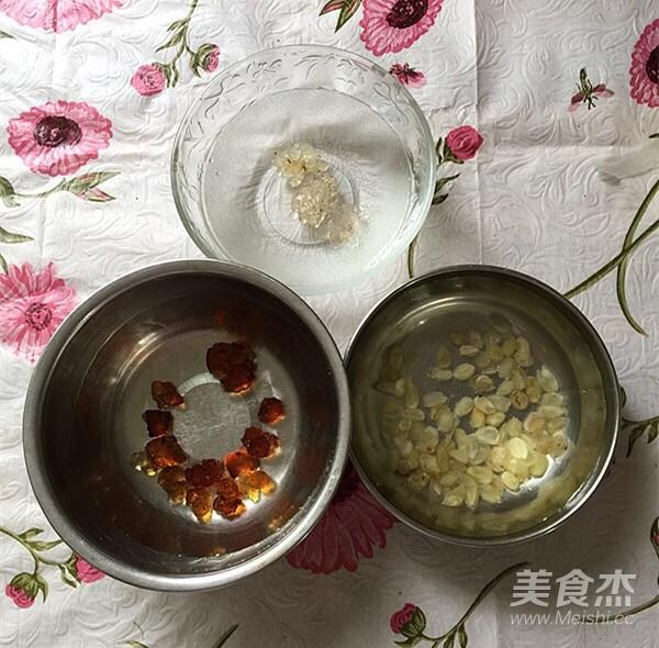 雪梨桃胶雪燕养颜汤的做法图解