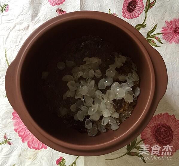 雪梨桃胶雪燕养颜汤的简单做法