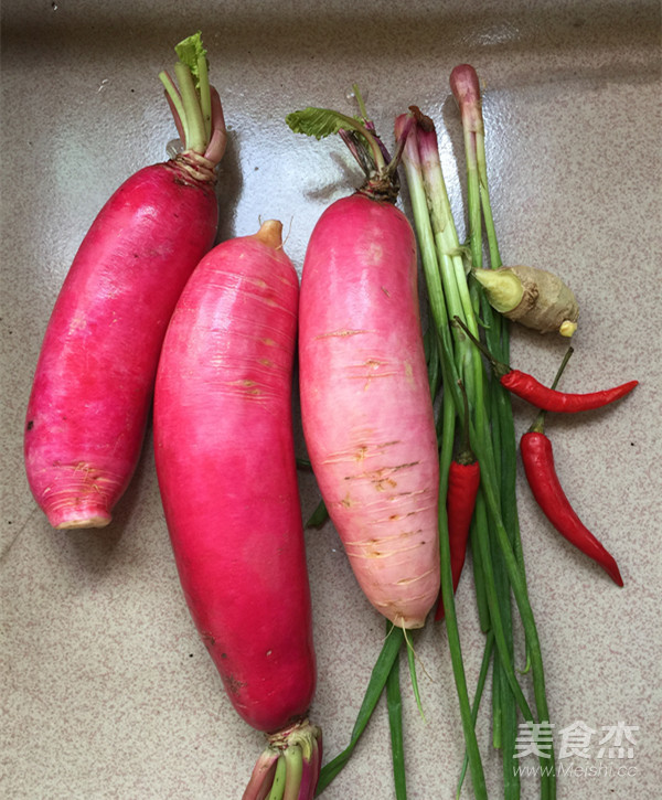 红皮萝卜焖腊猪腿肉的做法图解