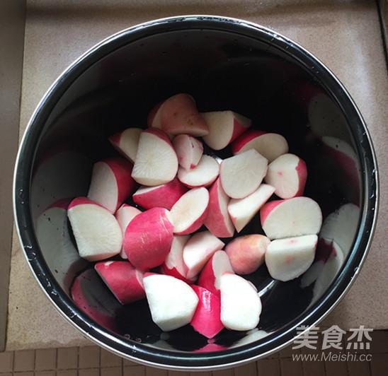 红皮萝卜焖腊猪腿肉怎么煸