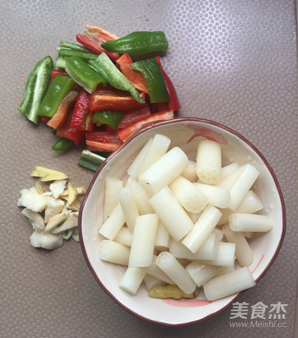 肉片炒泡椒藕带的家常做法